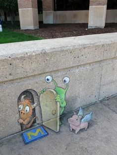 Delightful Illustrations of Quirky Characters on the Streets of Ann Arbor - My Modern Met Self-taught artist David Zinn uses chalk and charcoal to create works of street art that cleverly interact with found objects and the surrounding 3d Street Art, Murals Street Art, Amazing Street Art, Street Art Graffiti, Street Artists, Graffiti Artists, David Zinn, Ann Arbor, Illustration Design Graphique