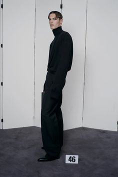Male Fashion Trends, Men Fashion Show, Couture Fashion, Runway Fashion, Men's Fashion, Balenciaga Work, Fashion Catalogue, How To Make Clothes, Autumn Street Style