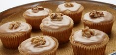 Ingredients Makes: 12 cakes Start to Finish: 27 Minutes Cook: 12 minutes 2 cups baking mix 1 egg ½ cup maple syrup ½ cup heavy cream 1 teaspoon vanilla Fall Recipes, Wine Recipes, Food Network Recipes, Mini Desserts, Sweet Desserts, Mini Cakes, Cupcake Cakes, Sandra Lee Recipes, Maple Walnut