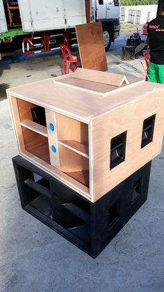 line array Trolly , for 4 pcs Subwoofer Box Design, Speaker Box Design, Pro Audio Speakers, Woofer Speaker, Speaker Plans, Tv Furniture, Boombox, Electronics Projects, Loudspeaker