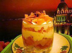 La meilleure recette de Verrines de peche au mascarpone! L'essayer, c'est l'adopter! 4.7/5 (11 votes), 14 Commentaires. Ingrédients: 4 boudoirs,1 boite de peches au sirop,15 cl de creme liquide,150grde mascarpone,2 c a soupe de sucre en poudre,1 blanc d'oeuf,4 c a soupe de confiture ou compote d'abricots,des amandes effilées grillées. Verrine Fruit, Cheesecakes, Mousse, Deserts, Pudding, Food, Decoration, No Bake Desserts, Sugar