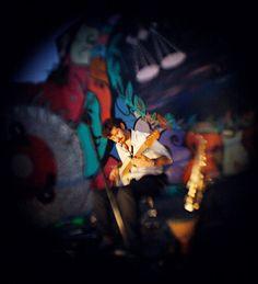 """Ora Bolas é um snooker bar tradicional da Pompéia, situado na Av. Pompéia 2350, a 150 metros da estação Vila Madalena de metrô. entrada catraca livre!!! Show Multisambofônico + discotecagem + bilhar + quitutes delícia + o que quisermos beber.... Há 13 anos o Ora Bolas vem fazendo a felicidade dos amantes da sinuca. Se...<br /><a class=""""more-link"""" href=""""https://catracalivre.com.br/geral/agenda/barato/multisambofonico-no-ora-bolas-snooker-bar-na-pompeia-sp/"""">Continue lendo »</a>"""