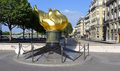 Most people think that the Flame of Liberty on Alma Bridge was installed in honour of Diana, Princess of Wales, who died in 1997 in a car crash in the tunnel beneath the Alma Bridge. However, the monument actually dates back to 1989, when the International Herald Tribune offered it to the city of Paris to commemorate 100 years since the newspaper started publishing in Paris.