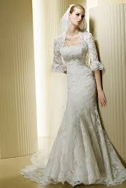 Love the sleeves on this lovely wedding dress!