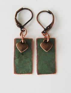 Örhängen i återvunnen koppar. Earrings made of recycled copper.