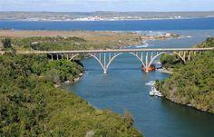 Puente de Bacunayagua en Matanzas, es el más alto de Cuba con 110 metros sobre el nivel del mar. Una de las siete maravillas de la ingeniería civil cubana.