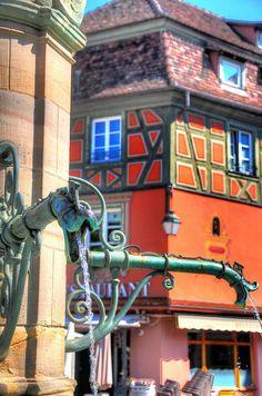 La fontaine Schwendi, place de l'Ancienne-Douane, Colmar, Alsace, France
