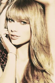 Taylor Swift is glamorous.