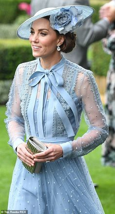 Kate Middleton joins the Queen's carriage procession at Royal Ascot Estilo Kate Middleton, Kate Middleton Style, Pippa Middleton, William Kate, Prince William And Kate, Royal Ascot, Royal Fashion, Look Fashion, Kate Middleton Prince William