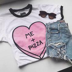 T-shirt + jeans + óculos de sol