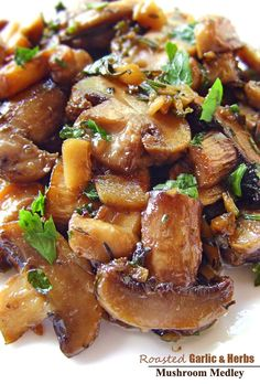 Roasted Garlic & Herb Mushroom Medley Recipe | www.cakescottage.com | #recipes #mushroom #roasted