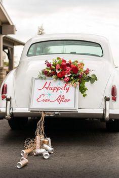 Simple Wedding Car Decoration Ideas With Red Flowers Einfache Hochzeit Auto Dekoration Ideen mit roten Blumen Wedding Car Decorations, Wedding Cars, Decor Wedding, 50s Wedding, Wedding Unique, Wedding Ideas, Wedding Bride, Just Married Car, Bridal Car