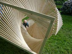 Interesante estructura para juego y esparcimiento de madera...