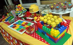 Awesome themed party.  The Lego head cupcake pops look fantastic!