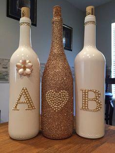 Rose Gold und weiß Custom dekorative Flasche Wein-Set bottle crafts decoration Rose Gold and White wedding wine bottle centerpieces Wine Bottle Art, Diy Bottle, Wine Bottle Crafts, Jar Crafts, Beer Bottle, Painting Wine Bottles, Vodka Bottle, Shell Crafts, Bottle Labels