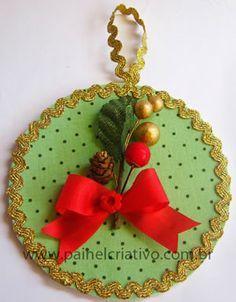 Veja como reciclar os CDs que você não usa mais e fazer uma linda decoração para o Natal! As ideias