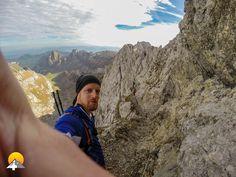 Steile Felsflanken, gesicherte Kletterwege, Steinböcke