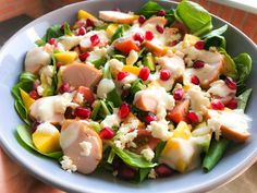 Zomerse salade met gerookte kip & mango - The Salad Junkie, Healthy Recepies, Healthy Salad Recipes, Healthy Drinks, Low Carb Flammkuchen, Easy Diner, Salad Dressing Recipes, Vegetable Salad, Wraps, Food Preparation