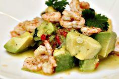 Marinerad avokadosallad med lime, chili och frästa räkor - superfräsch förrätt eller lättare lunch