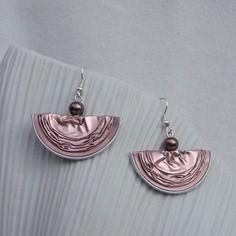 Boucles d'oreilles danseuses rose brun en capsules alu recyclées
