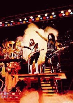 Paul wearing nothing but his feathered gloves has been a long long time fantasy of mine . Kiss Images, Kiss Pictures, Paul Stanley, Gene Simmons, Kiss Concert, Kiss Members, Kiss Rock Bands, Eric Carr, Vintage Kiss