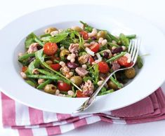 Tuňákový salát s fazolkami | Recepty Albert Kung Pao Chicken, Green Beans, Vegetables, Ethnic Recipes, Diet, Vegetable Recipes, Veggies