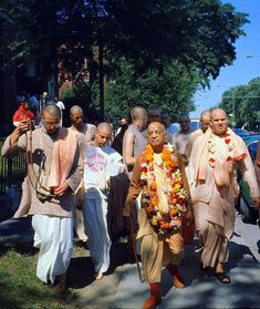 Srila Prabhupada, Bhagavad Gita, Krishna Art, Spiritual Life, Consciousness, Masters, Jay, Saints, Spirituality