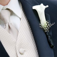 Calla lily boutonniere accented with a guinea feather. Photo: Charles and Jennifer Maring.#dcweddings #weddingtrends