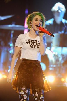 #30daybandchallenge day 7: a picture of your favorite singer (Hayley Williams)