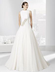 Vestidos de novia línea princesa con falda en tul plumeti con godets.