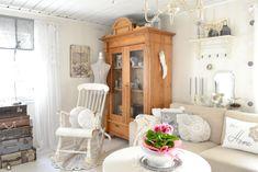 Buon pomeriggio…  Oggi siamo in Finlandia a casa di Hanna, arredata e decorata in stile Shabby chic…                      ...