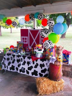Tips and Trick on Birthday Party Ideas Farm Animal Party, Farm Animal Birthday, Barnyard Party, 1st Boy Birthday, Toddler Birthday Themes, Petting Zoo Birthday Party, Birthday Ideas, Mcdonalds Birthday Party, Cow Birthday Parties