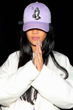 Find images and videos about fashion, style and rihanna on We Heart It - the app to get lost in what you love. Rihanna And Drake, Rihanna Riri, Rihanna Style, Rihanna Meme, Dope Hats, Bad Gal, Jenner, Looks Style, Woman Crush