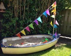 Hübsch! Jetzt nur noch ein altes Boot finden. Eine Abdeckplane für Regenwetter müsste auch drauf.