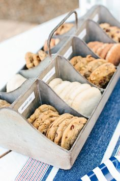 Summer wedding dessert idea - fun + creative wedding dessert idea - ice cream sandwich bar {Courtesy of The TomKat Studio} Sandwich Bar, Roast Beef Sandwich, Sandwich Station, Burger Bar, Naked Cakes, Ice Cream Social, Ice Cream Party, Ice Cream Wedding, Wedding Desserts