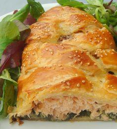 In cucina: Hojaldre de salmón a la mostaza con crema de espinacas.