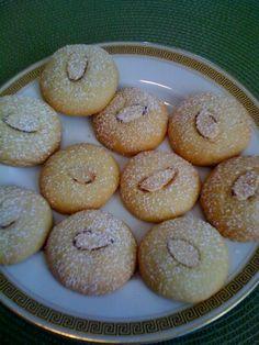 Kourabia Cookies - ala The Armenian Kitchen Armenian Recipes, Armenian Food, Arabic Sweets, Arabic Food, Arabic Dessert, Comida Armenia, Cookie Recipes, Dessert Recipes, Sweets Recipe