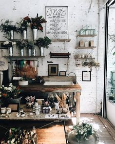 What a lovely little workshop. Overflowing with floral decor and washed in neutral hues, this set-up is hard to look away from!