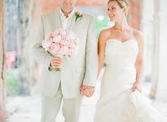 пляж свадьбы идеи, дерево одинокое, розовый песок, солнце, радуга, тропические, океан, розовый, Junkanoo, отпуск, естественный макияж свадьбы