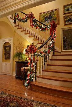 Decorare le scale per Natale! 20 idee a cui ispirarsi…