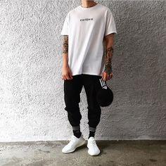 Credits: marty's men street styles in 2019 муж Men Street, Street Wear, Yeezy Outfit, Stylish Mens Outfits, Streetwear Fashion, Men Casual, Menswear, Mens Fashion, Street Fashion