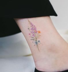 Watercolor tattoo shared by Haeyang on We Heart It watercolor tattoo - Tattoo Tattoos For Women On Thigh, Tattoos For Women Small, Delicate Tattoos For Women, Beautiful Tattoos For Women, Tattoo Designs, Design Tattoo, Small Flower Tattoos, Small Tattoos, Delicate Flower Tattoo