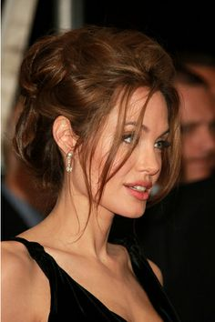 Check out pictures of actress Angelina Jolie hair and hairstyles. Angelina Jolie is famous for her roles in films such as Girl, Interrupted, Mr. Jolie has long, dark hair. Wedding Hairstyles For Long Hair, Hairstyles With Bangs, Trendy Hairstyles, Hair Wedding, Black Hairstyles, Hairstyle Ideas, Wedding Makeup, Hairstyles 2016, Celebrity Hairstyles