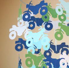 ¿Su poco uno buscando aventura? Salir en la carretera con esta moto Linda (pero masculina), móvil para su vivero. Este móvil es de aproximadamente 10 x 14 (no incluye la línea de colgar) y está adornado con 48 motos de papel de calidad. Quiero este móvil para coordinar con tu decoración, por lo que ME dices de qué colores desea (hasta 4 a escoger) es Marina de guerra, la luz azul/aqua, medio verde y blanco. Crearé un móvil que es personalizado para usted y que usted no encontrará en cu...