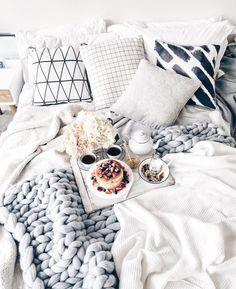 it's ONLY tuesday?! I think we would rather stay in bed : @lichipan #thatsdarling #darlingmovement #flashesofdelight #livethelittlethings #nothingisordinary #thehappynow #themakeupexchange#instabeauty #instamakeup #ilovemakeup #makeupaddict #makeupjunkie#rmua #redditmua#instamakeup #bblogger #bbloggers #fotd #motd#dupethat #sephoragratis#wakeupandmakeup #beautyblog#beautyblogger #makeup #makeupmafia #makeupbyme #makeupaddict #makeupartist