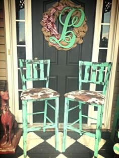 Turqouise and cowprint bar stools......I loooooove these