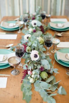 Rustic Beach inspired tablescape Photography: Katelyn James Photography - www.MadamPaloozaEmporium.com www.facebook.com/MadamPalooza