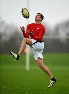 Under Armour athlete and Munster's Felix Jones under the high ball at a photo shoot to promote ColdGear
