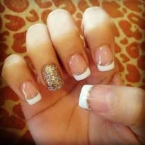 50 French Nails Ideas For Every Bride Gold and White Wedding. French manicure with a hint of gold and glitter. Gold Nails, Glitter Nails, Gold Glitter, White Nails, Glitter French Manicure, French Pedicure, French Manicure With Design, White Manicure, Sparkle Nails