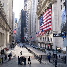 that's the NY Stock Exchange on the right with the flags and barricades